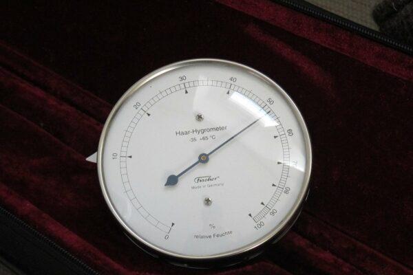 Luftfeuchtigkeit erhöhen und kontrollieren mit einem Hydrometer