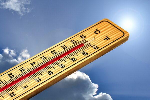 Richtig lüften bei Hitze im Sommer
